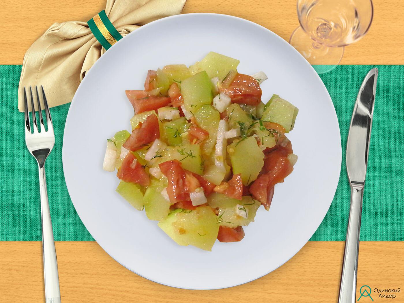 Тушеный кабачок со свежими овощами