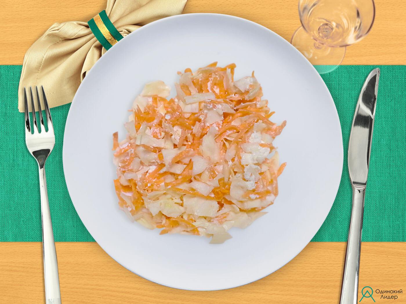 Салат капустный с морковью и творогом